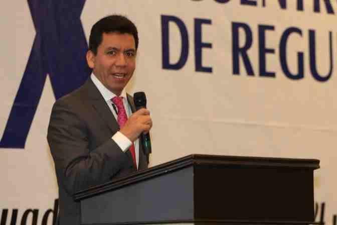 https://0201.nccdn.net/4_2/000/000/001/199/Marcos-L.-Sol--s-Leyva--Subdirector-Ejecutivo-de-Licencias--Sanitarias-de-COFEPRIS--2--672x448.jpg