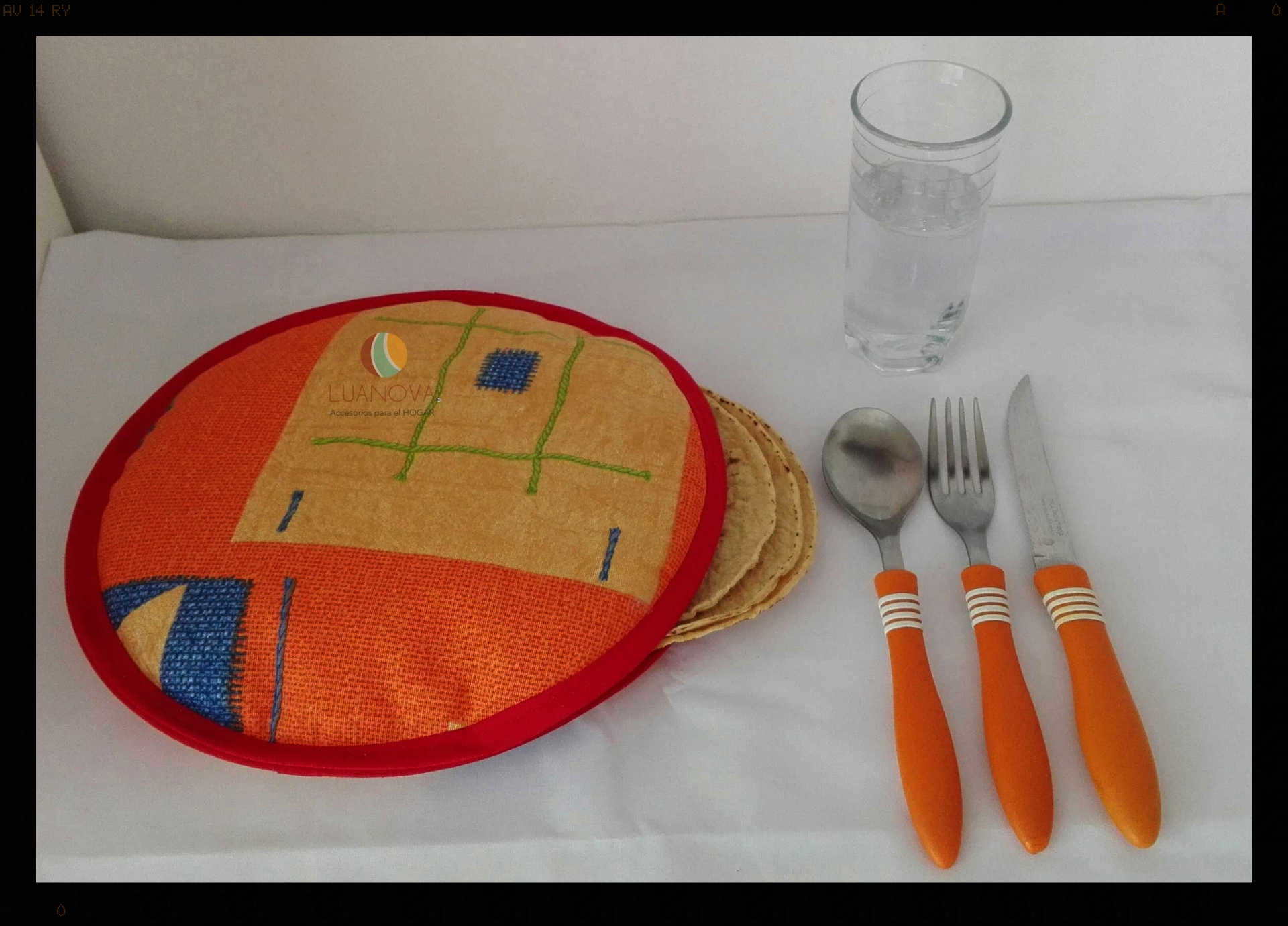 Colores vivos que alegran tu mesa Bright colors that brighten up your table