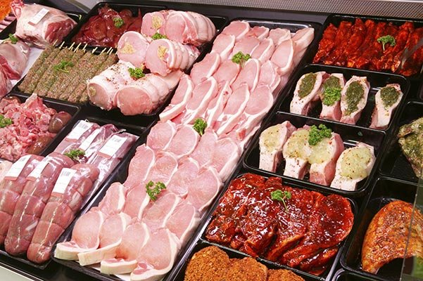 http://0201.nccdn.net/4_2/000/000/002/113/Pork-meat-in-shop.jpg
