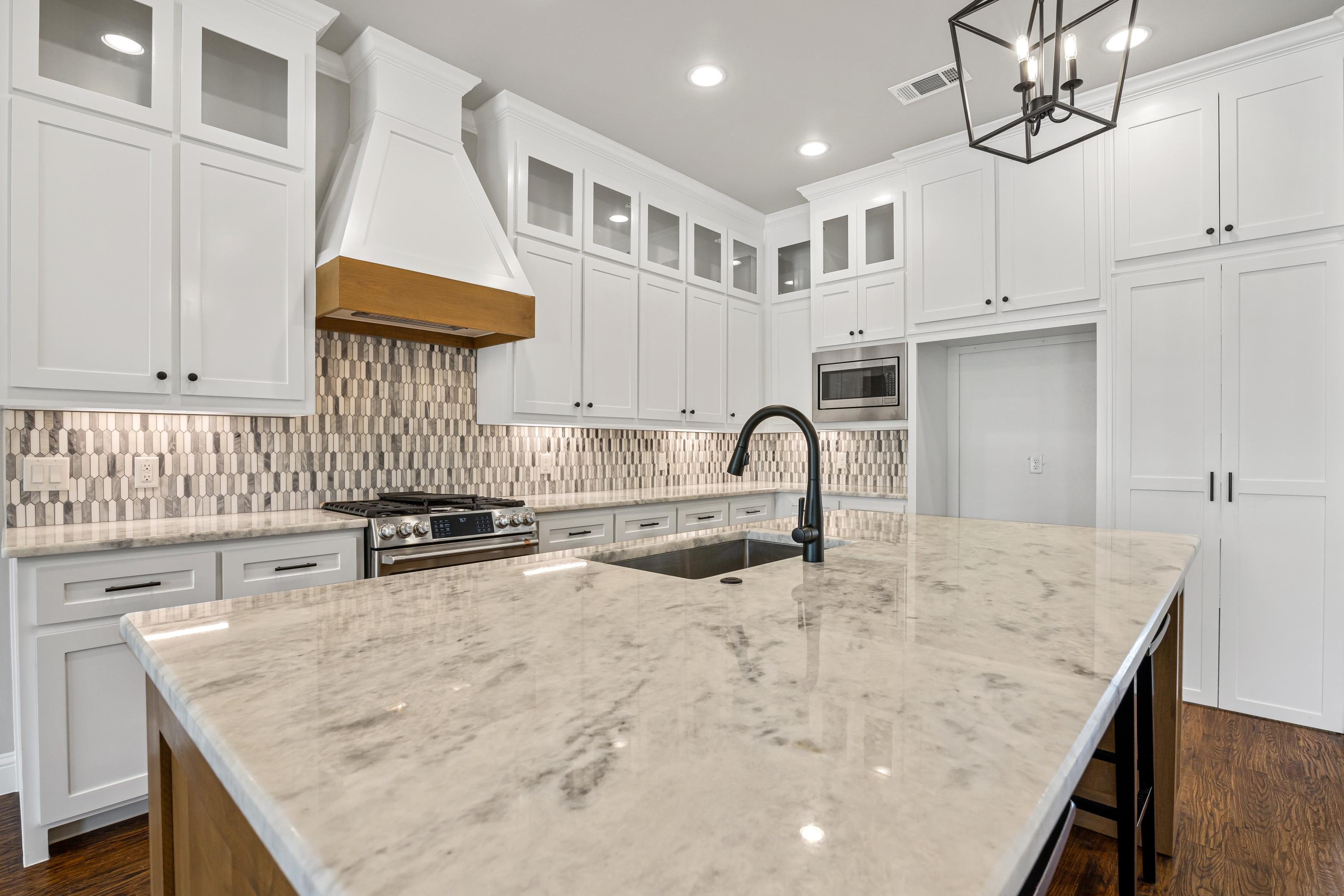 https://0201.nccdn.net/4_2/000/000/002/a7e/kitchen-wide-view.jpg