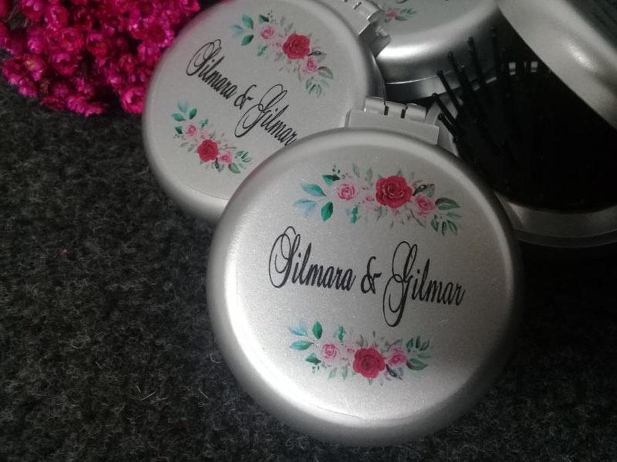 Escova e espelho personalizados