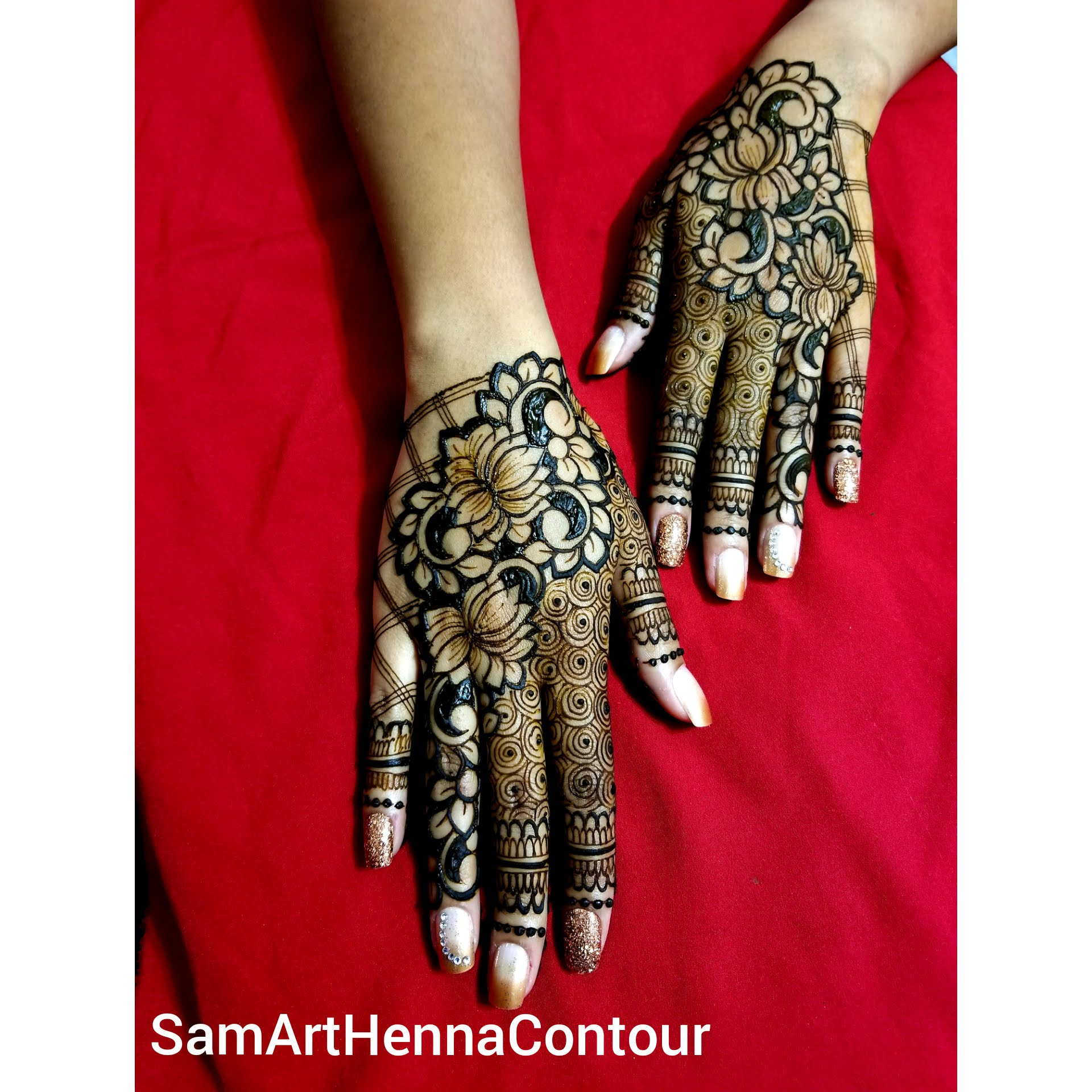 Intricate Glamour Gloves