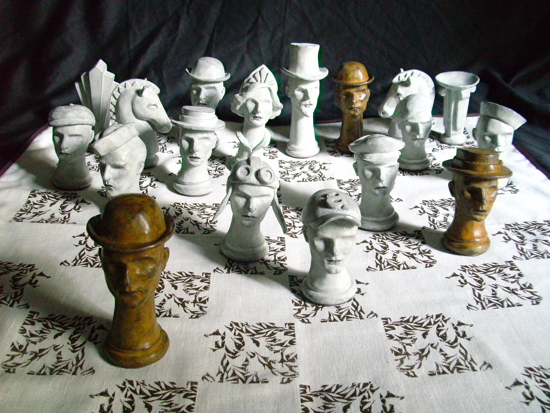 https://0201.nccdn.net/4_2/000/000/00d/f43/Zardoni_Alvaro_Chess_Set_04-2816x2112.jpg