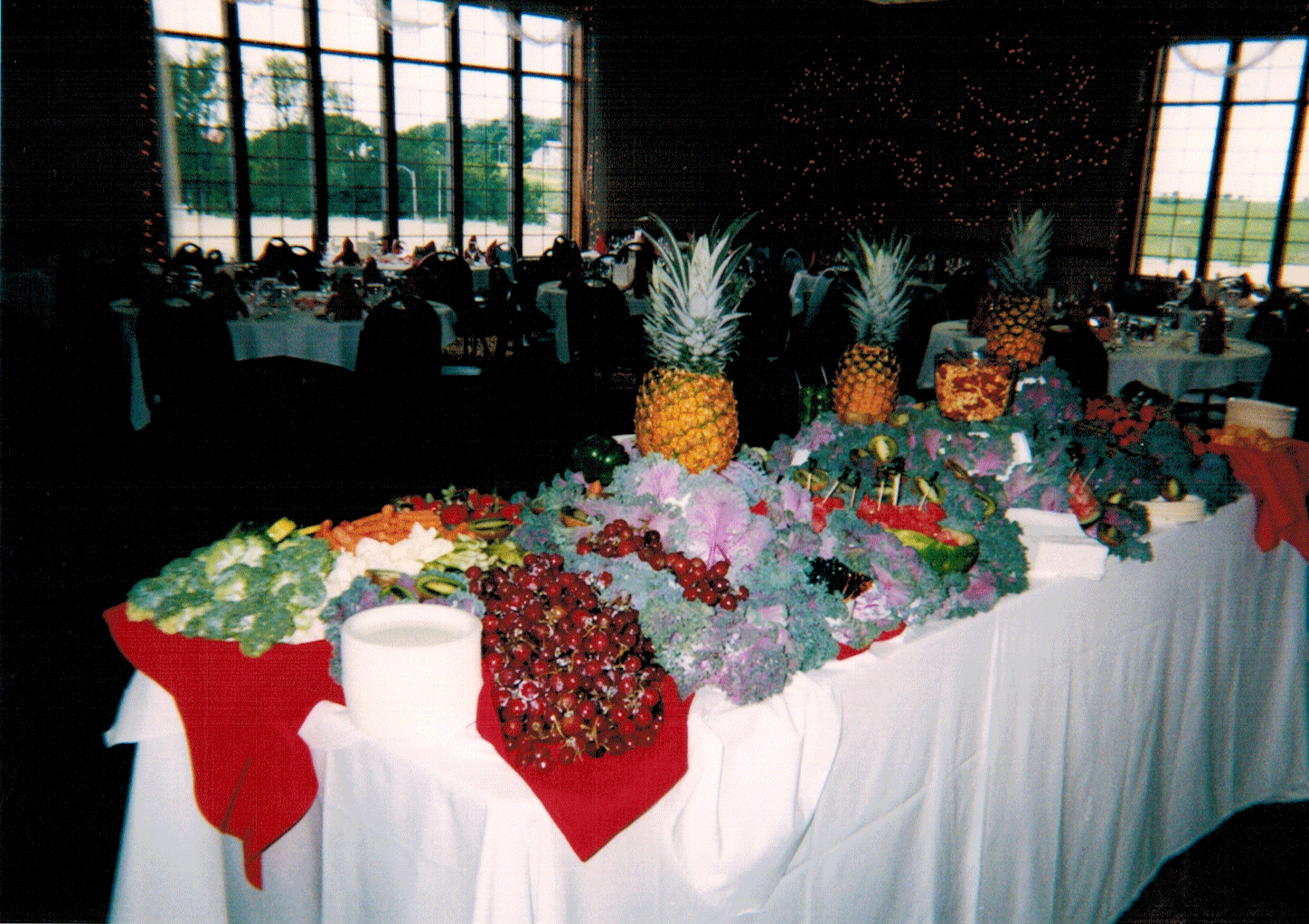 Fruechte Room - luau table