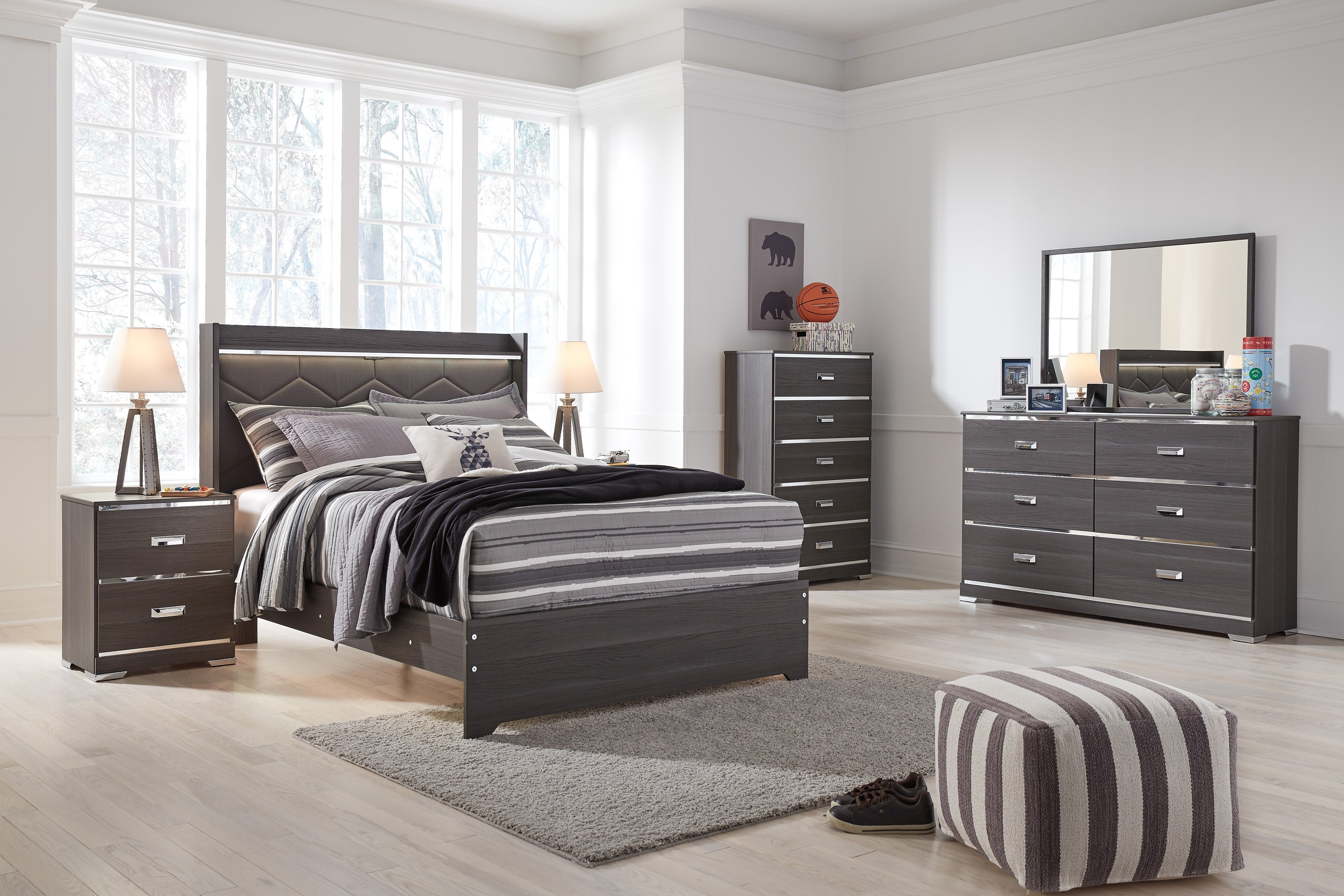 B132 Annikus Bedroom Set
