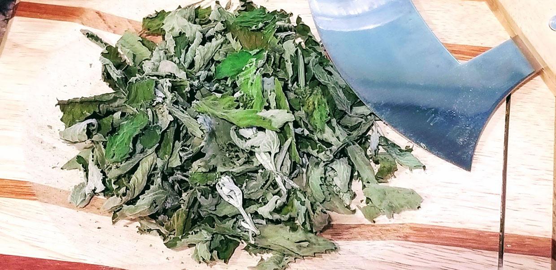 https://0201.nccdn.net/4_2/000/000/00f/7bd/Chopping-dried-herbs-for-tea-blend-1240x603.jpg