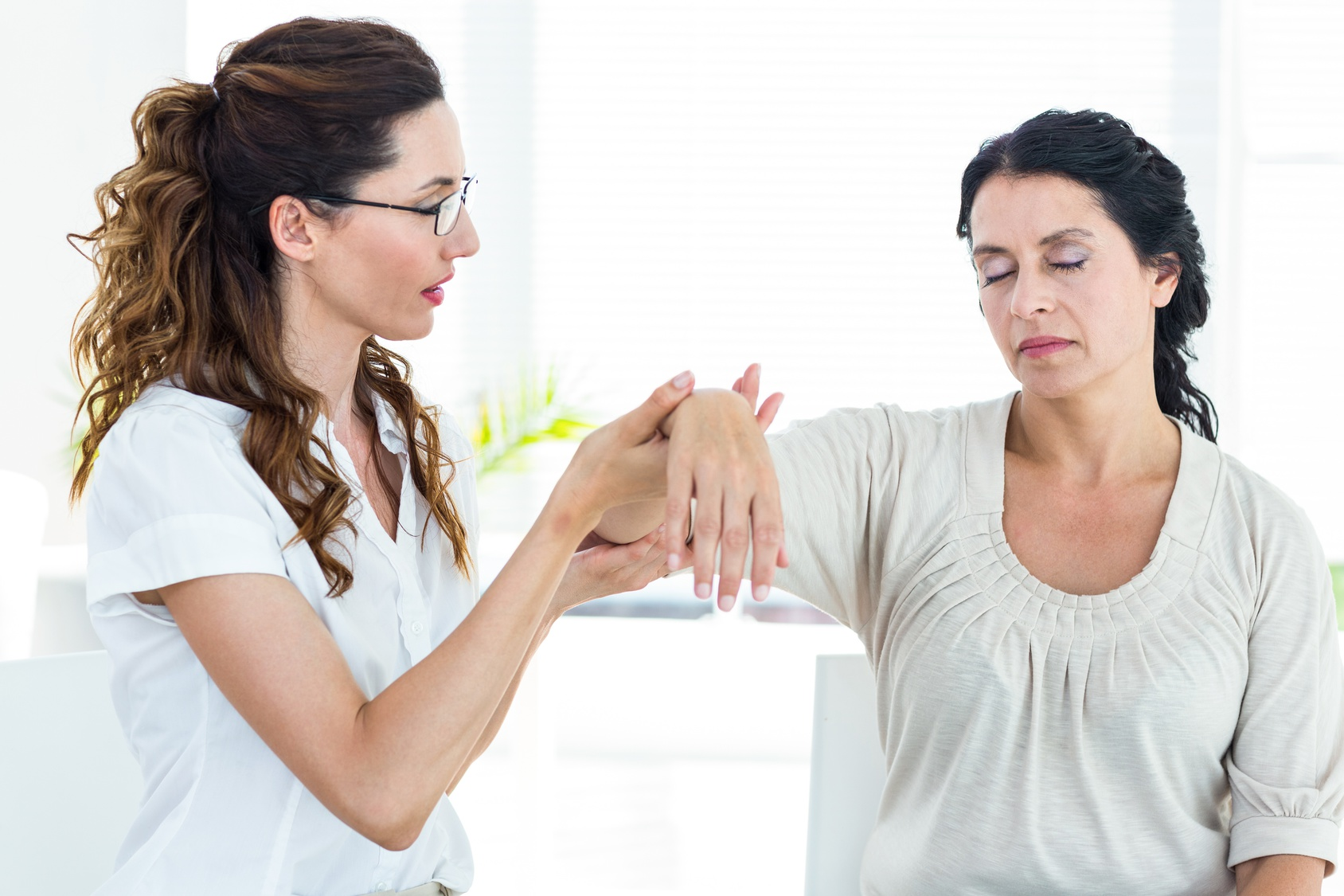 Hypnotherapist holding her patients wrist