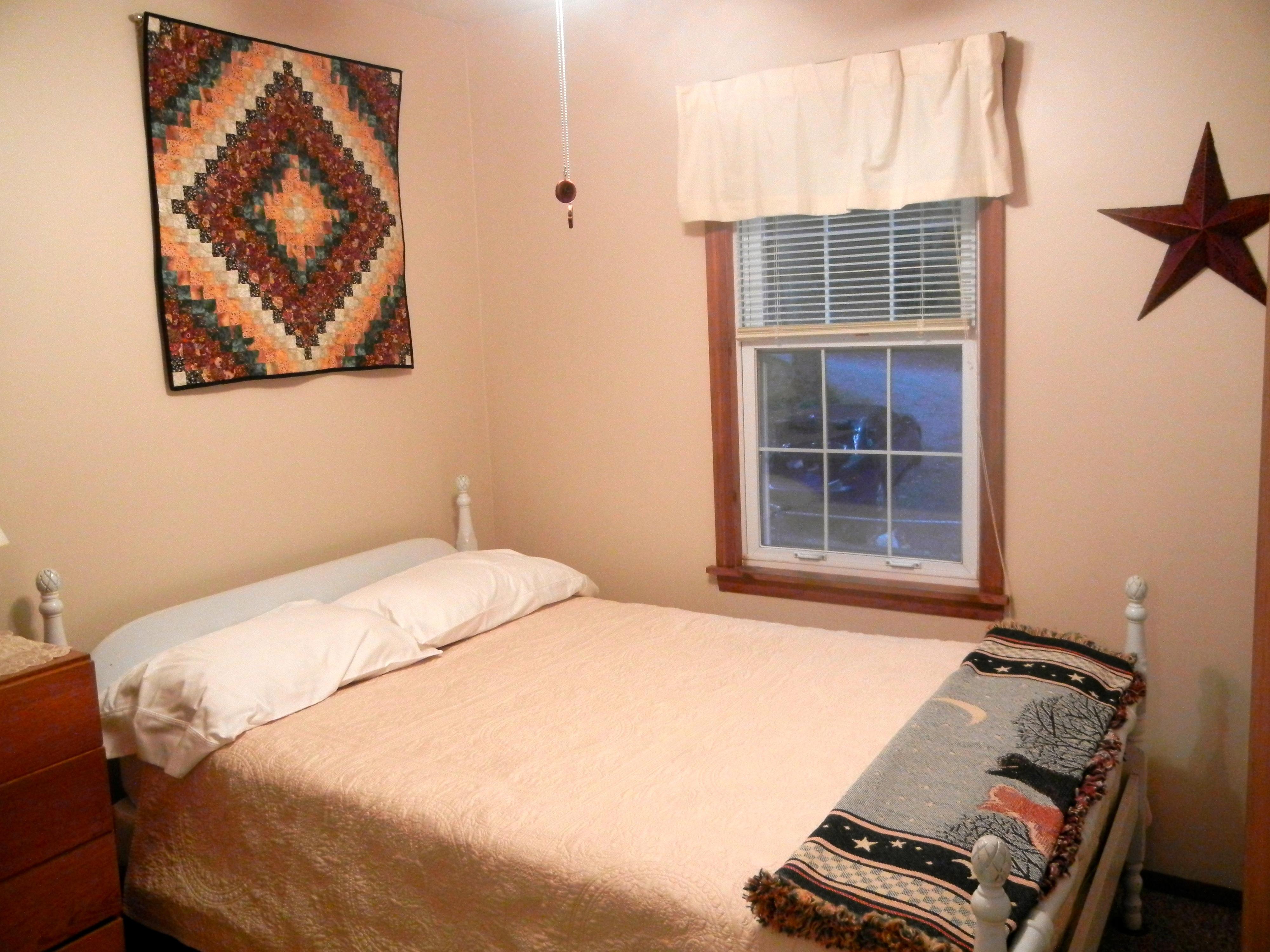 https://0201.nccdn.net/4_2/000/000/019/c2c/bedroom-2-4000x3000.jpg