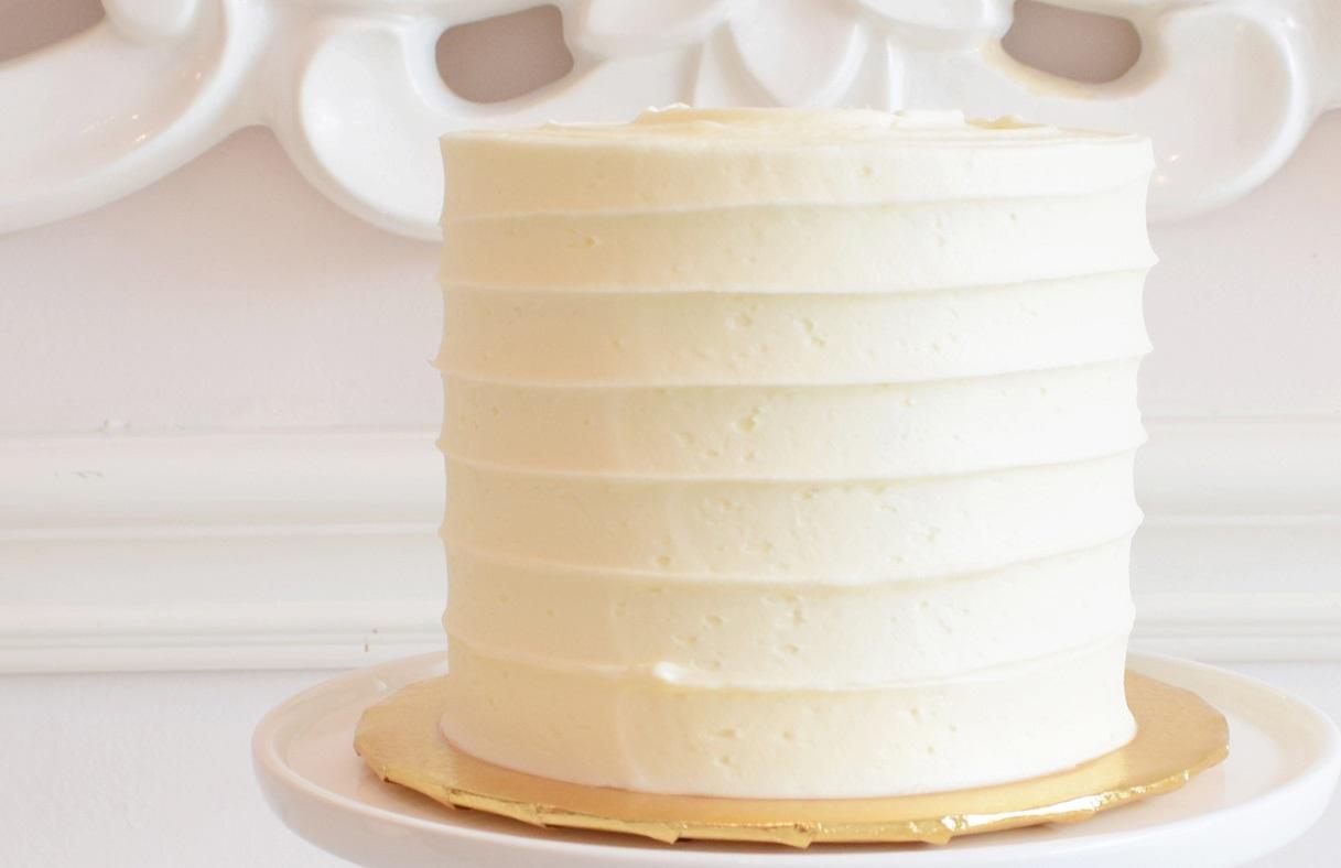 https://0201.nccdn.net/4_2/000/000/019/c2c/white-swirl-cake.jpg