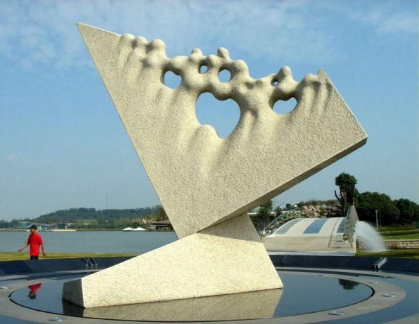 Towards Infinity - Kinetic clock - Grey granite -  600x490x450 cm. Shanghai Sculpture Park - China