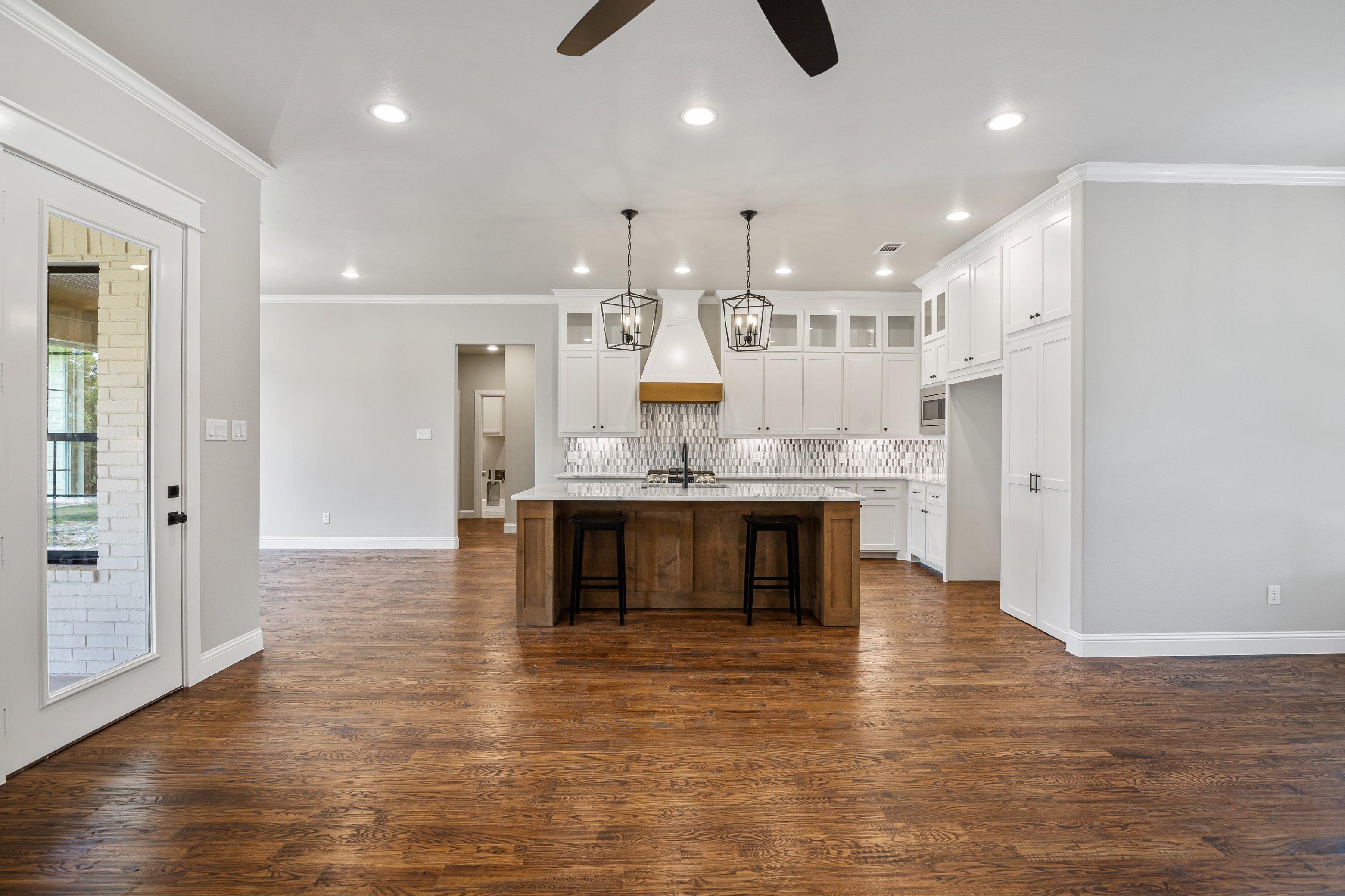 https://0201.nccdn.net/4_2/000/000/01e/20c/living-to-kitchen-view.jpg