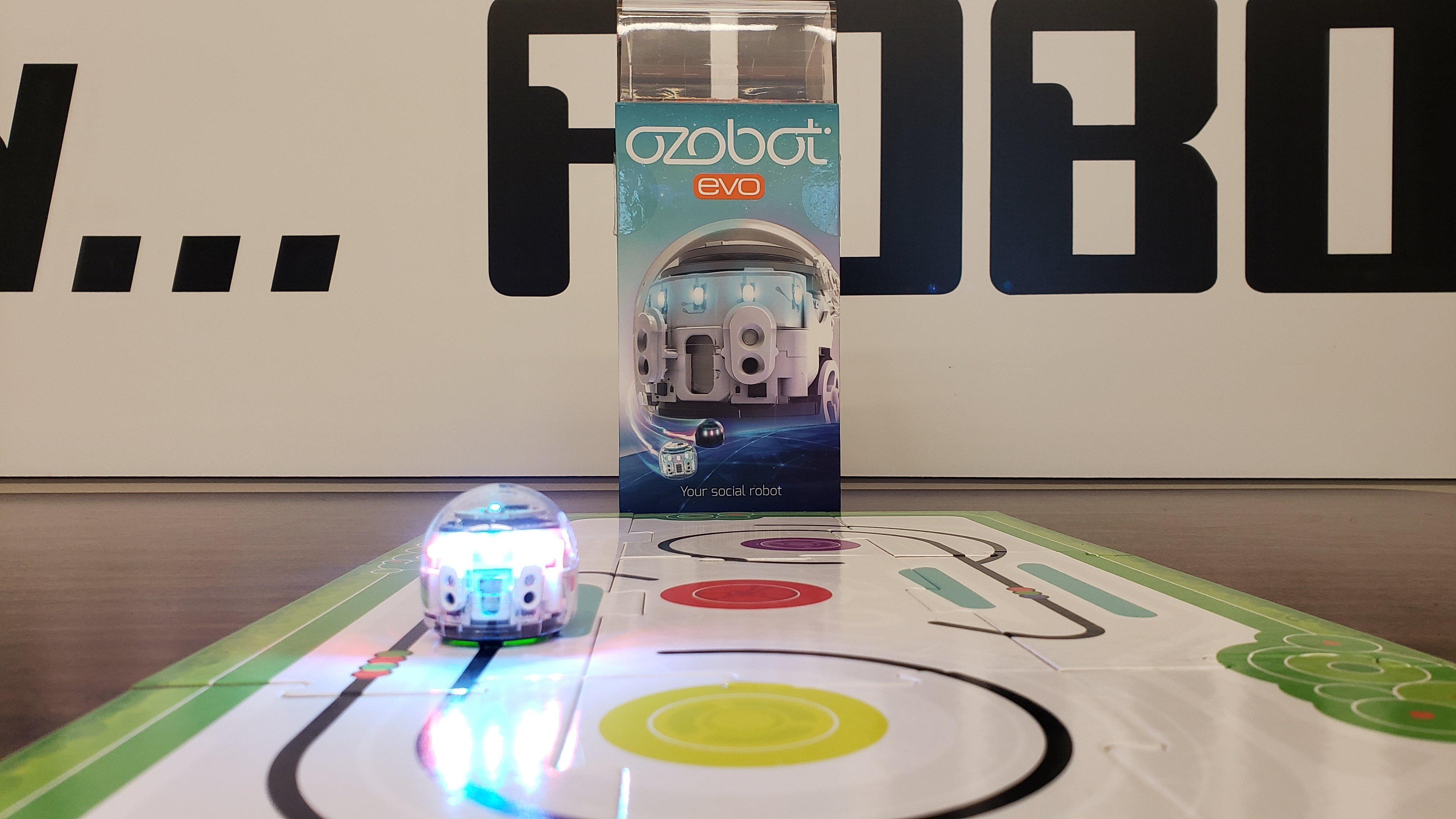 Coding Robot: Ozobot Evo. Ages 8 and up. 1 User.