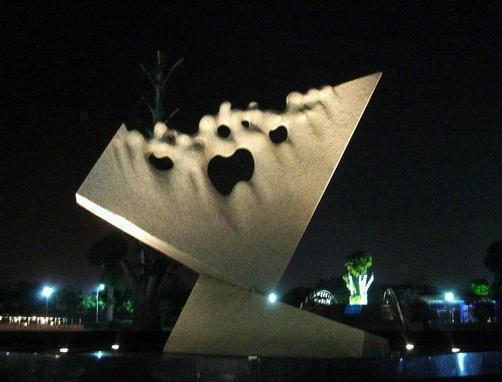 Towards Infinity - Kinetic clock - Grey granite-  600x490x450 cm. Shanghai Sculpture Park - China