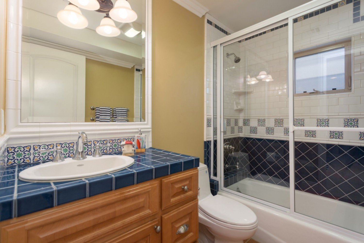 HB Ocean View Townhouse Kids' Bath