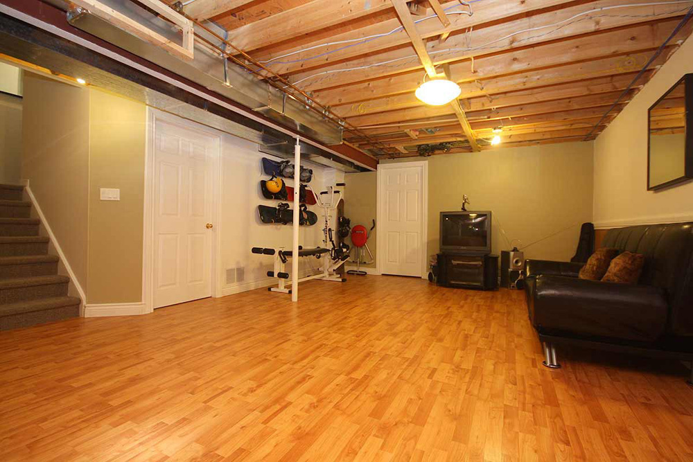 https://0201.nccdn.net/4_2/000/000/038/2d3/Best-Basement-Flooring-Ideas-1000x667.jpg