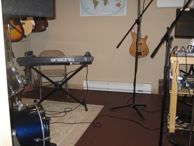 https://0201.nccdn.net/4_2/000/000/038/2d3/Recording-studio--640x480--640x480.jpg