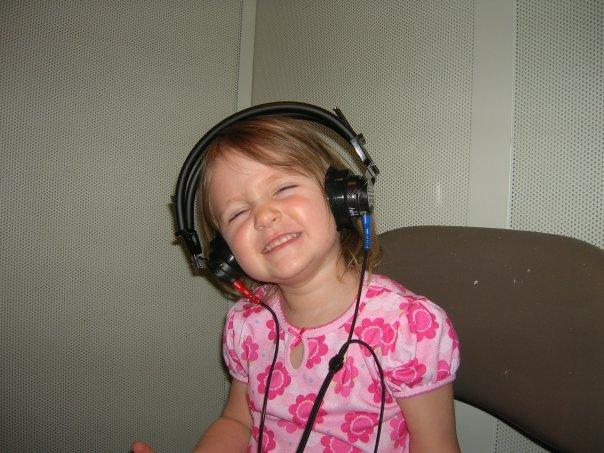 https://0201.nccdn.net/4_2/000/000/038/2d3/Vivi-headphones-picture.jpg