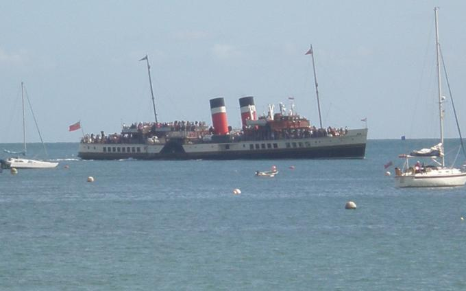 The Waverly Steamer approaching the pier