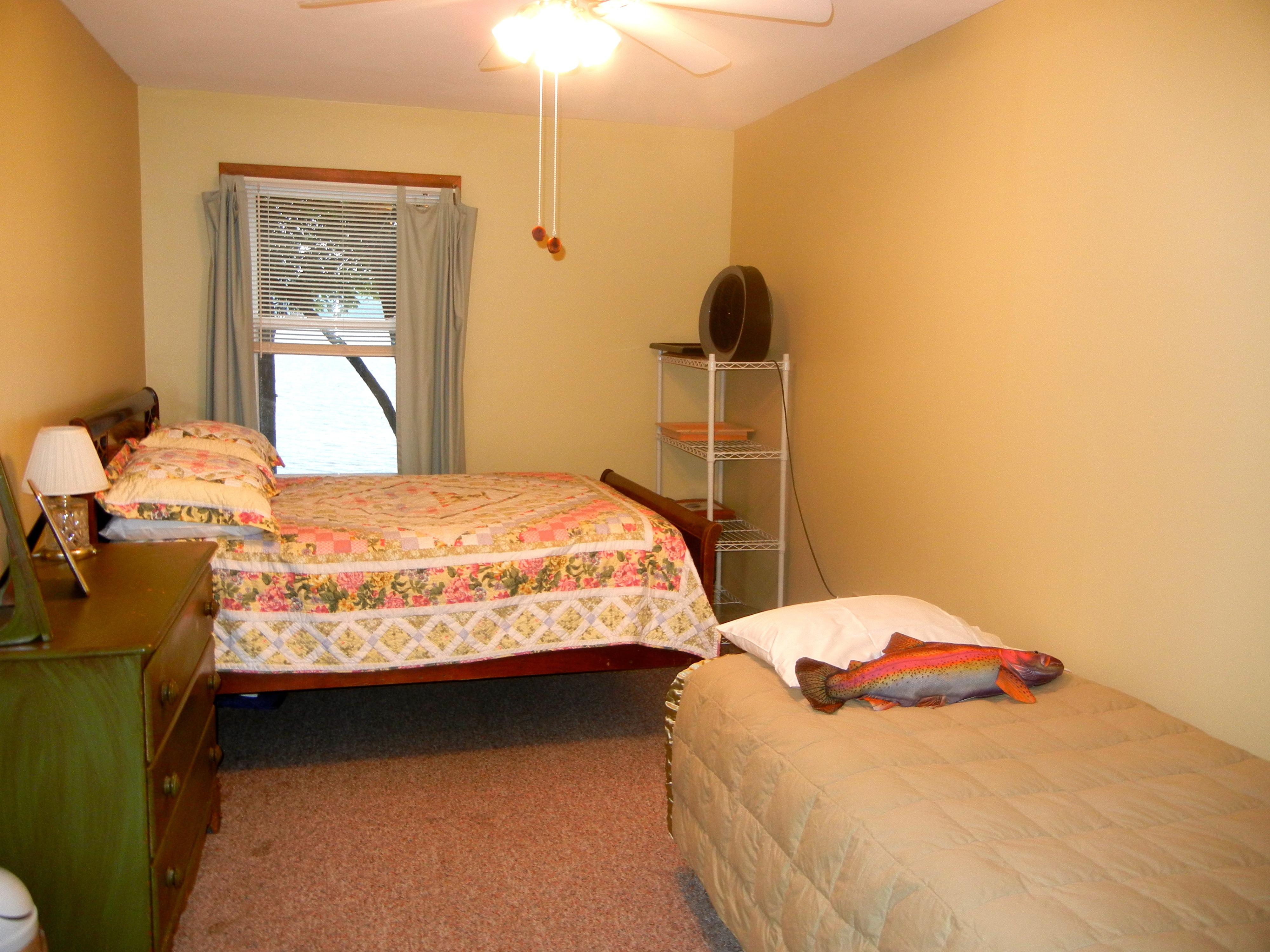 https://0201.nccdn.net/4_2/000/000/038/2d3/bedroom-3-4000x3000.jpg