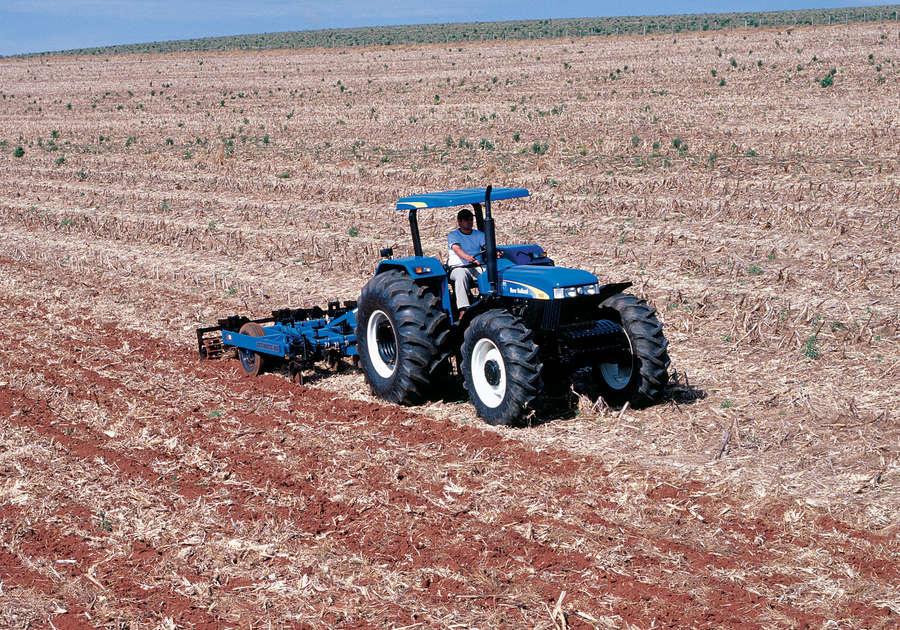 https://0201.nccdn.net/4_2/000/000/038/2d3/newholland-agriculture-tratores-serie30-110-900x630.jpg
