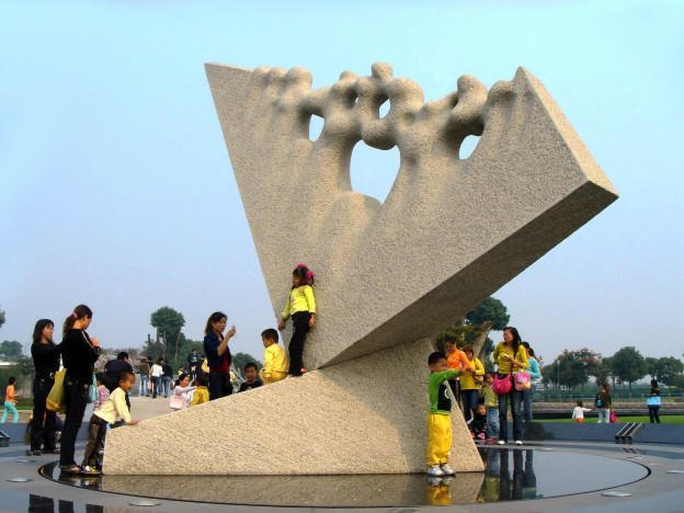 Towards Infinity - Kinetic clock - Grey granite,  600x490x450 cm. Shanghai Sculpture Park - China