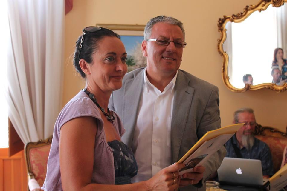 Simonetta-Arnone-directrice-du-lycee-artistique-et-Paolo-Amonte-maire-de-Canicattini-Bagni