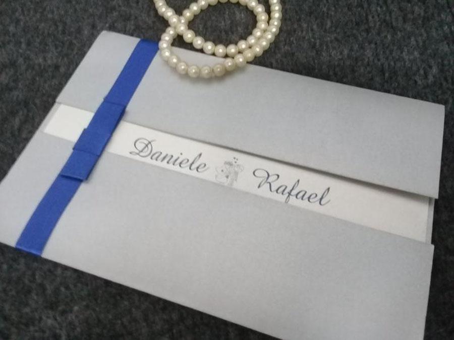 Modelo permite o nome do casal em destaque - Bodas de Prata