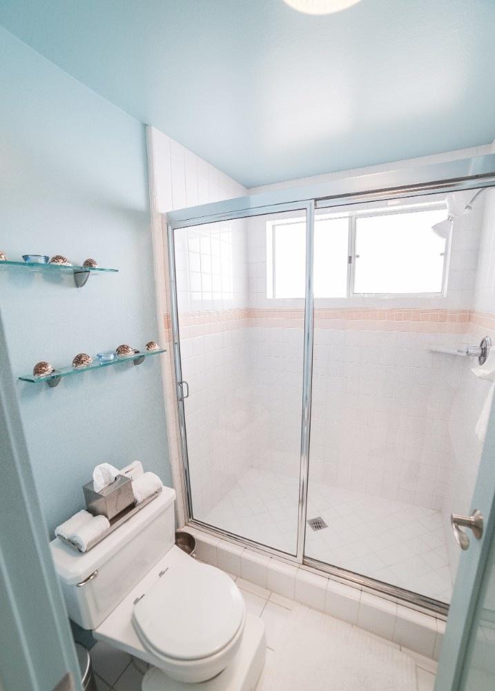 MB Escape Bathroom 6