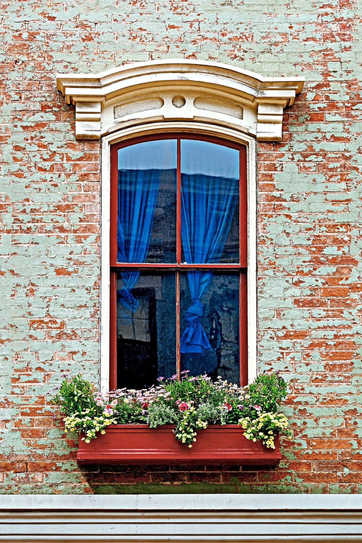 MAIN WINDOW - I found this window on Main Street in Cincinnati. You could probably come up with a more creative name for it.