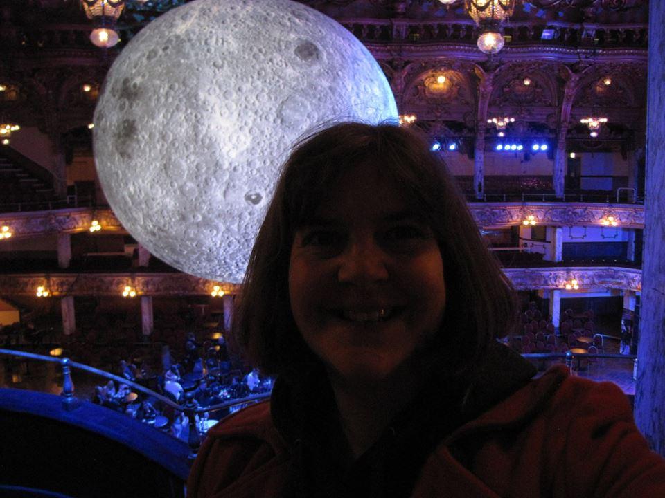 https://0201.nccdn.net/4_2/000/000/03f/ac7/Susan-with-moon-960x720.jpg