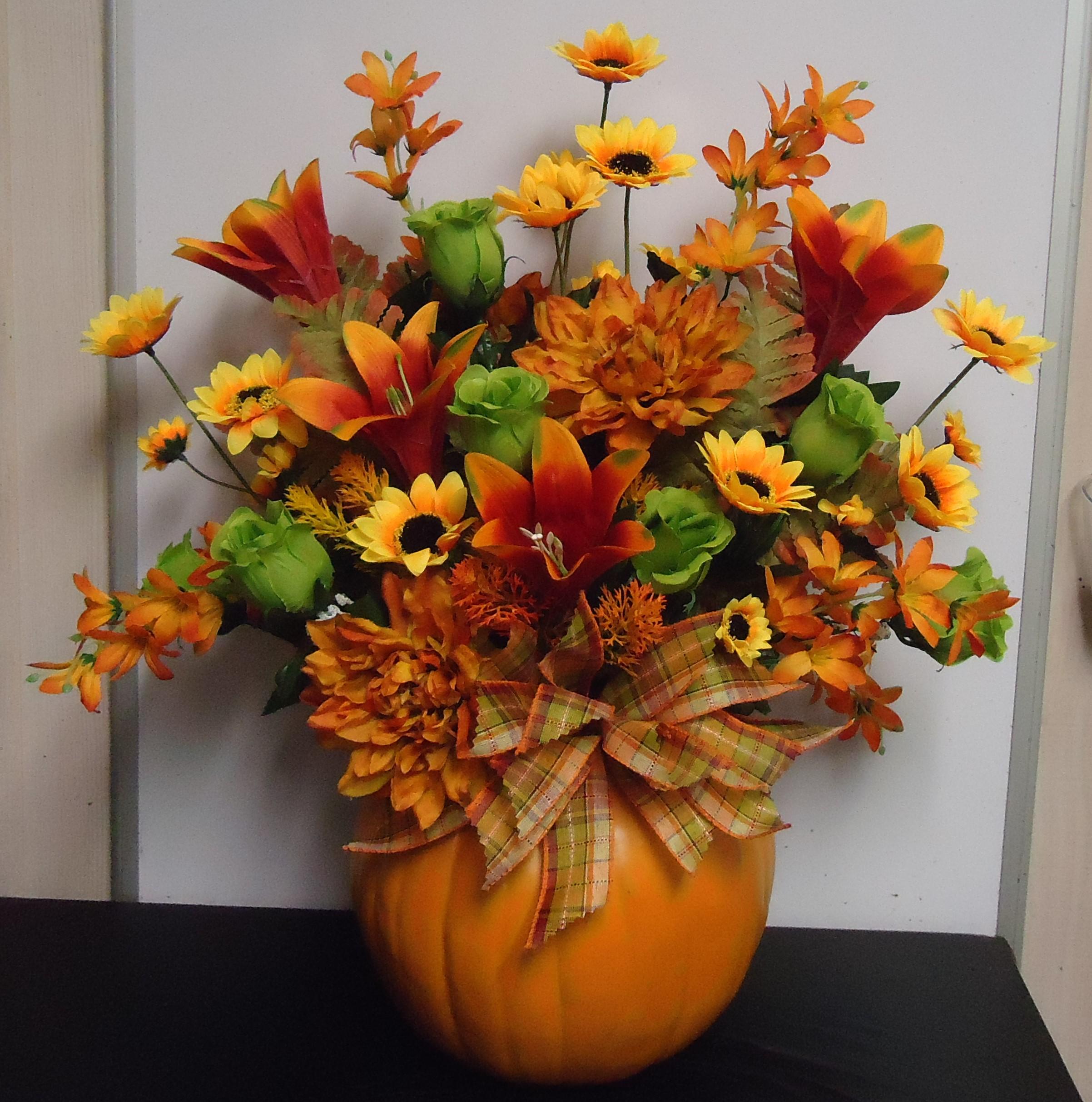 """(10)  """"SILK"""" Pumpkin Arrangement $60.00"""