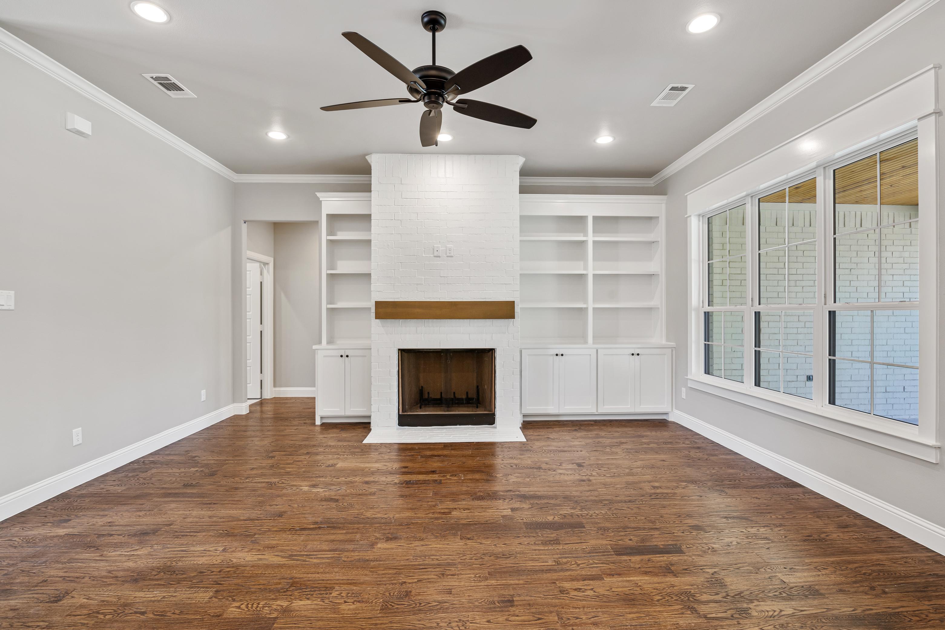 https://0201.nccdn.net/4_2/000/000/03f/ac7/living-room-full-view.jpg