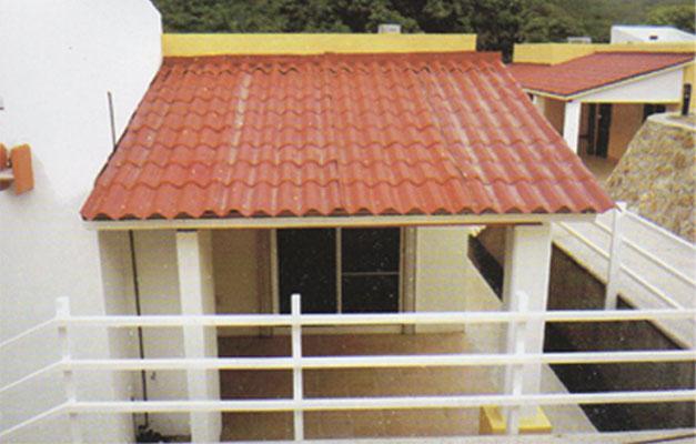 Laminas y domos del oeste for Tipos de techos de tejas