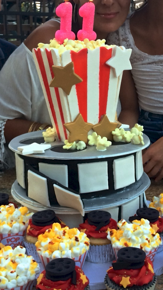 Movie themed Cake with Cupcakes