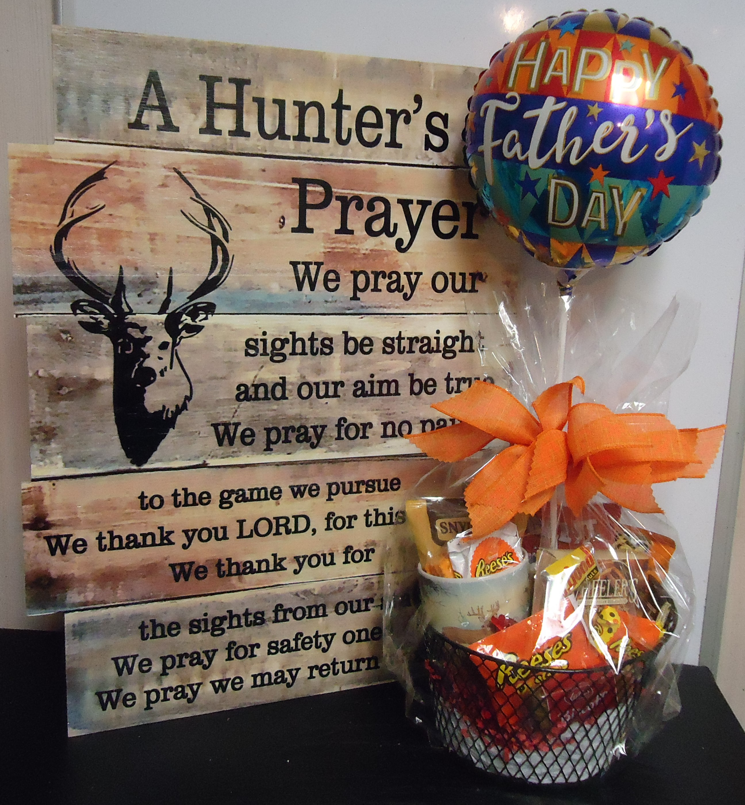 (4) Goodie Basket W/Balloon & Hunter's Prayer Sign $60.00