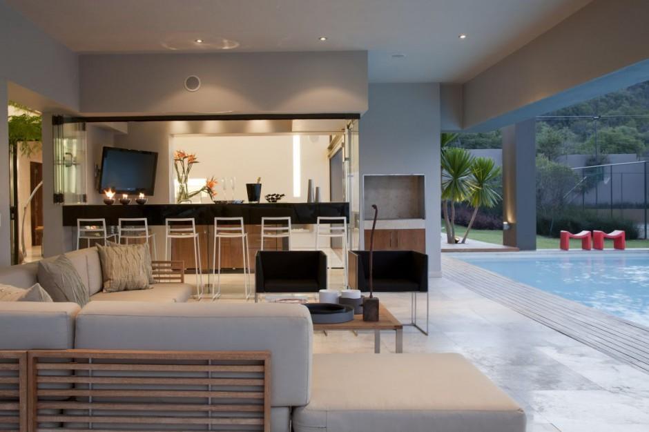 https://0201.nccdn.net/4_2/000/000/048/0a6/den-and-pool-of-nice-house.jpg