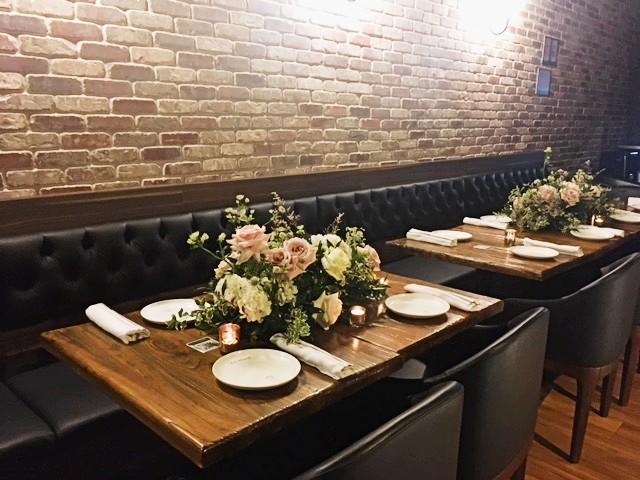 https://0201.nccdn.net/4_2/000/000/048/6c4/table-with-floral-arrangements.jpg