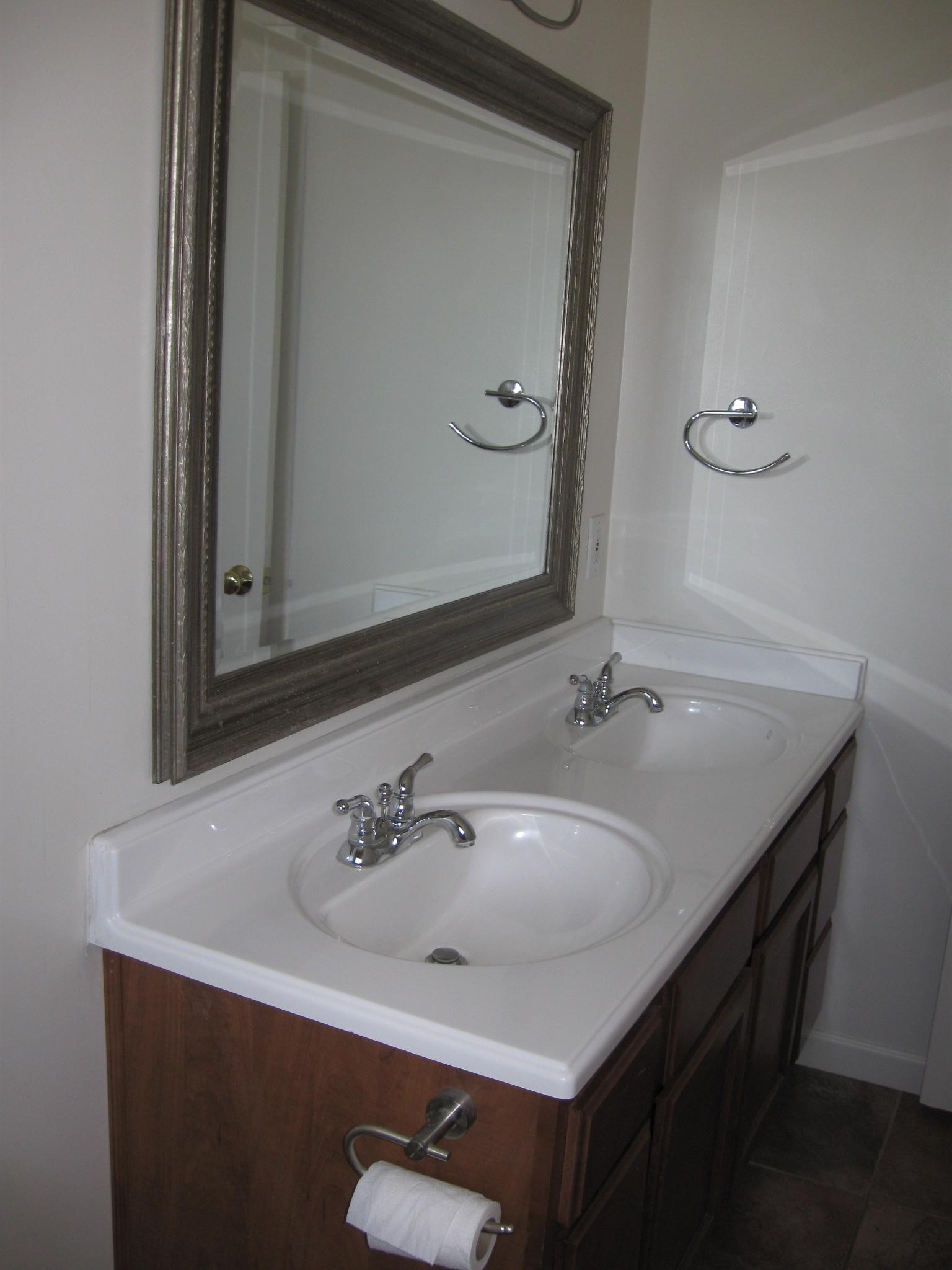 https://0201.nccdn.net/4_2/000/000/050/773/08.17.10-bath-vanity.JPG
