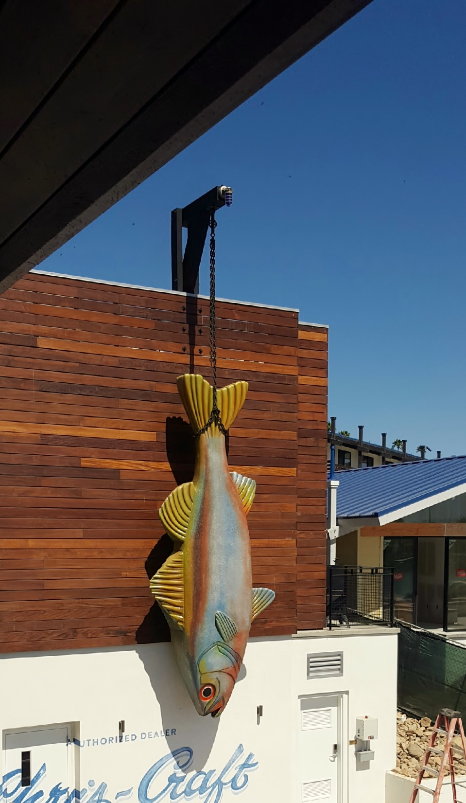 Decoy Restaurant 17 ft long Fish