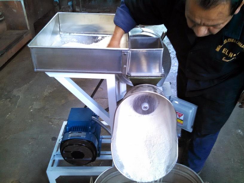 Muele Harinas de Maíz crudo o cocido.