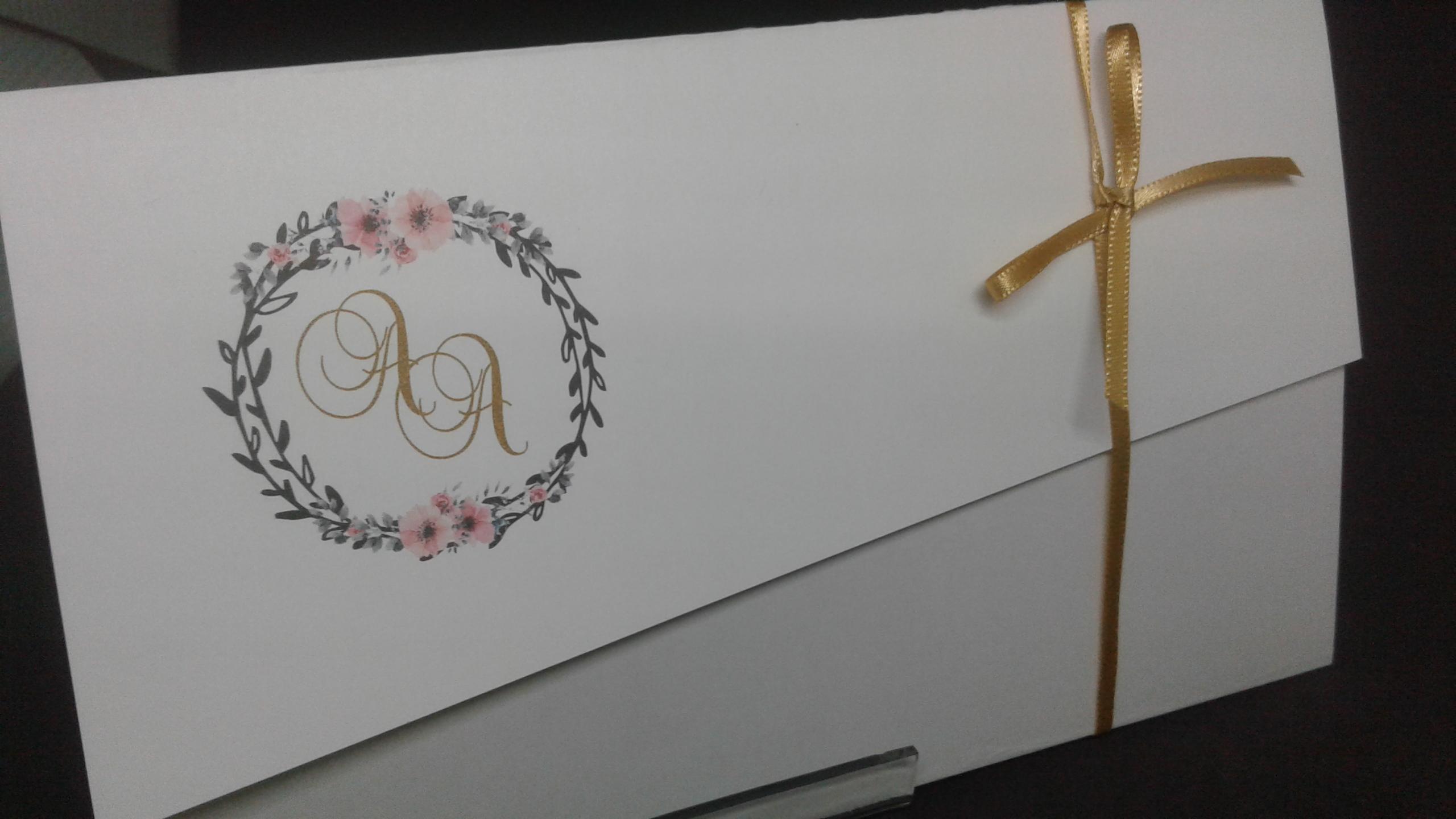 Convite com brasão floral