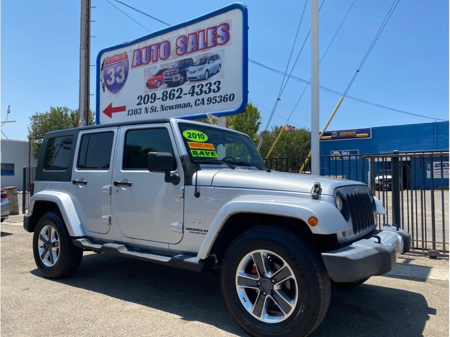 2010 Jeep Wrangler Unlimited Sahara Sport Utility 4D Miles: 126,000 Drive: 4WD Trans: Automatic, 4-Spd w/Overdrive Engine: V6, 3.8 Liter VIN: 113922