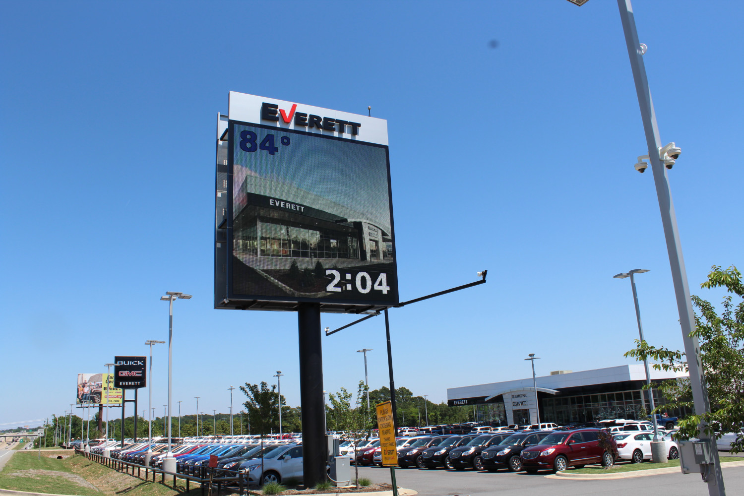 20'x20' 2 sided 19mm Watchfire Display with lighted reverse lit channel letters. Located at Everett Buick GMC in Bryant, Arkansas.