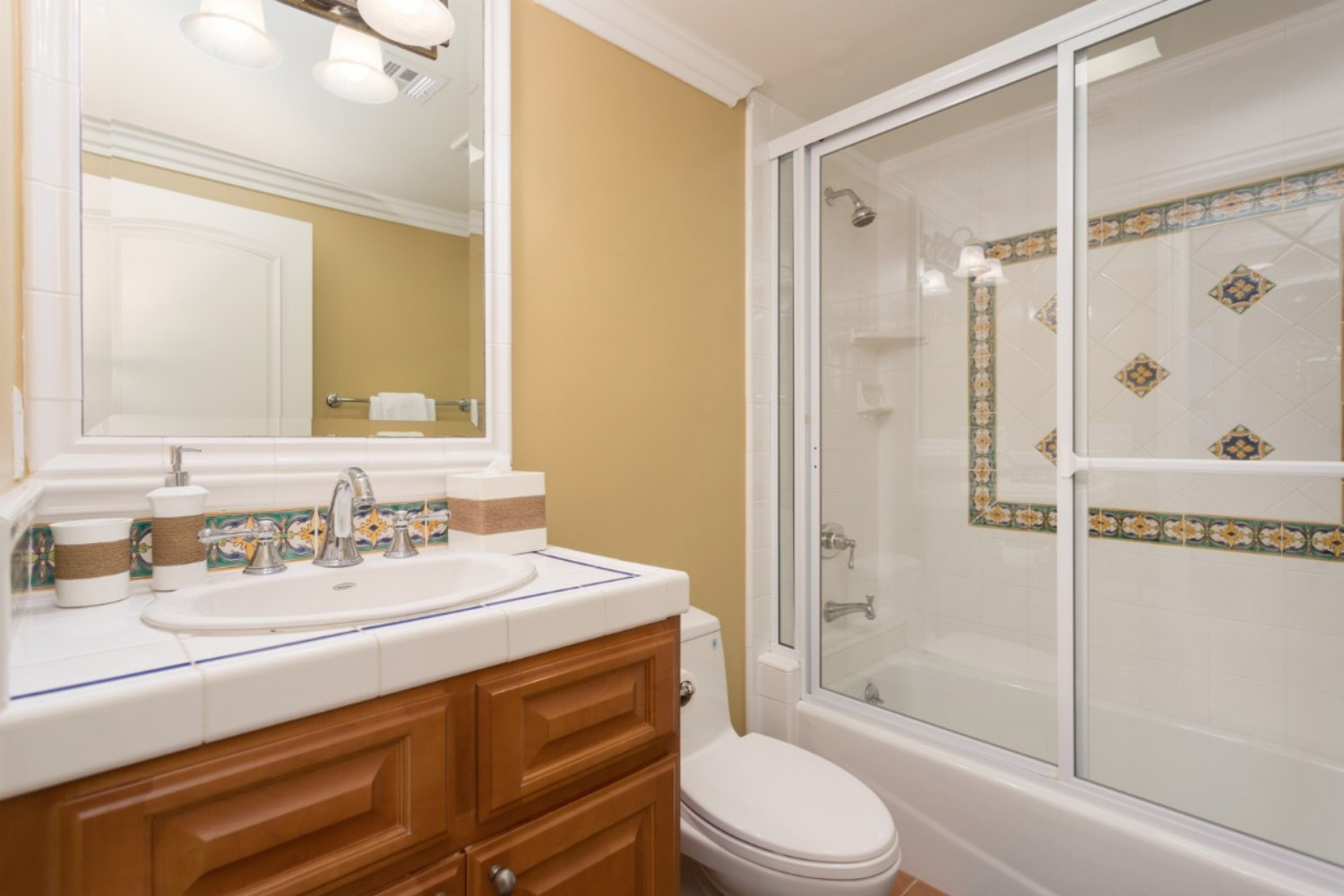HB Ocean View Townhouse Guest Bath