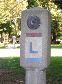 Photo of Lincoln Highway signpost in Davis.