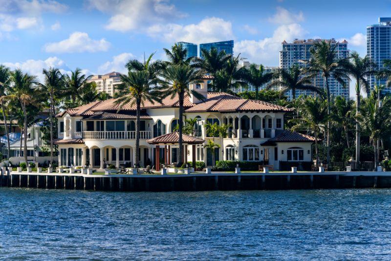 Luxury Real Estate on The Intercoastal Waterway
