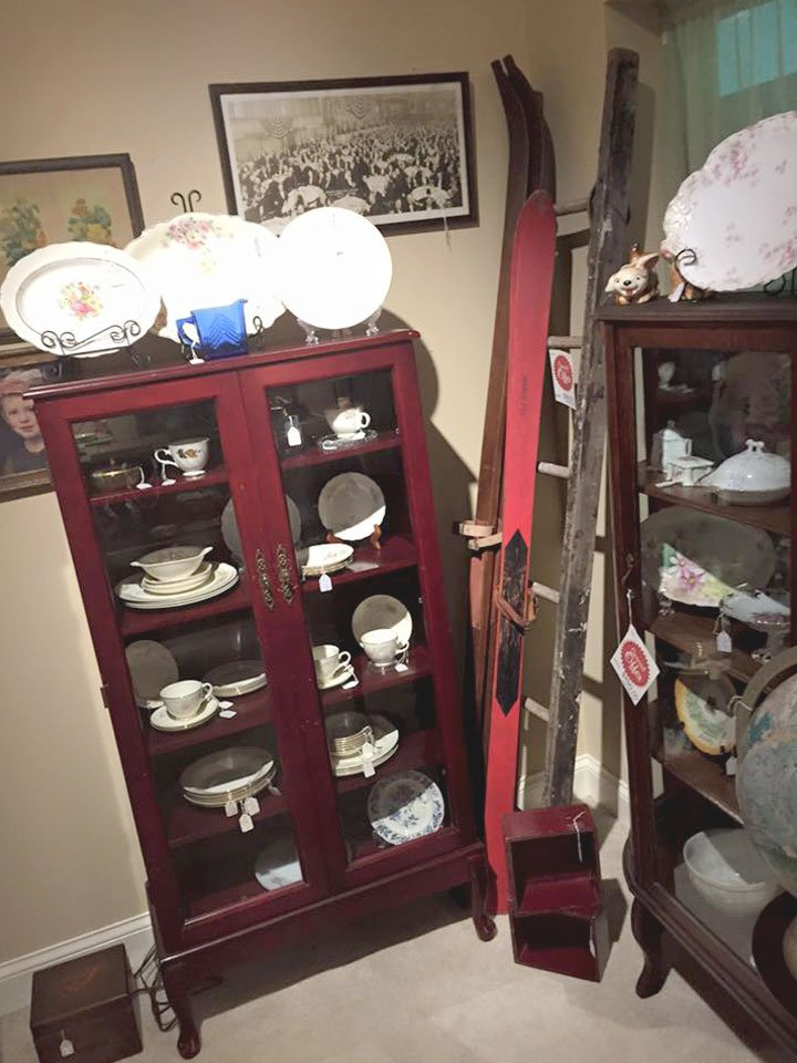 Collectible Cabinets and Dishes