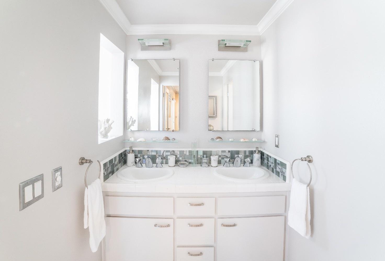 MB Escape Bathroom 1