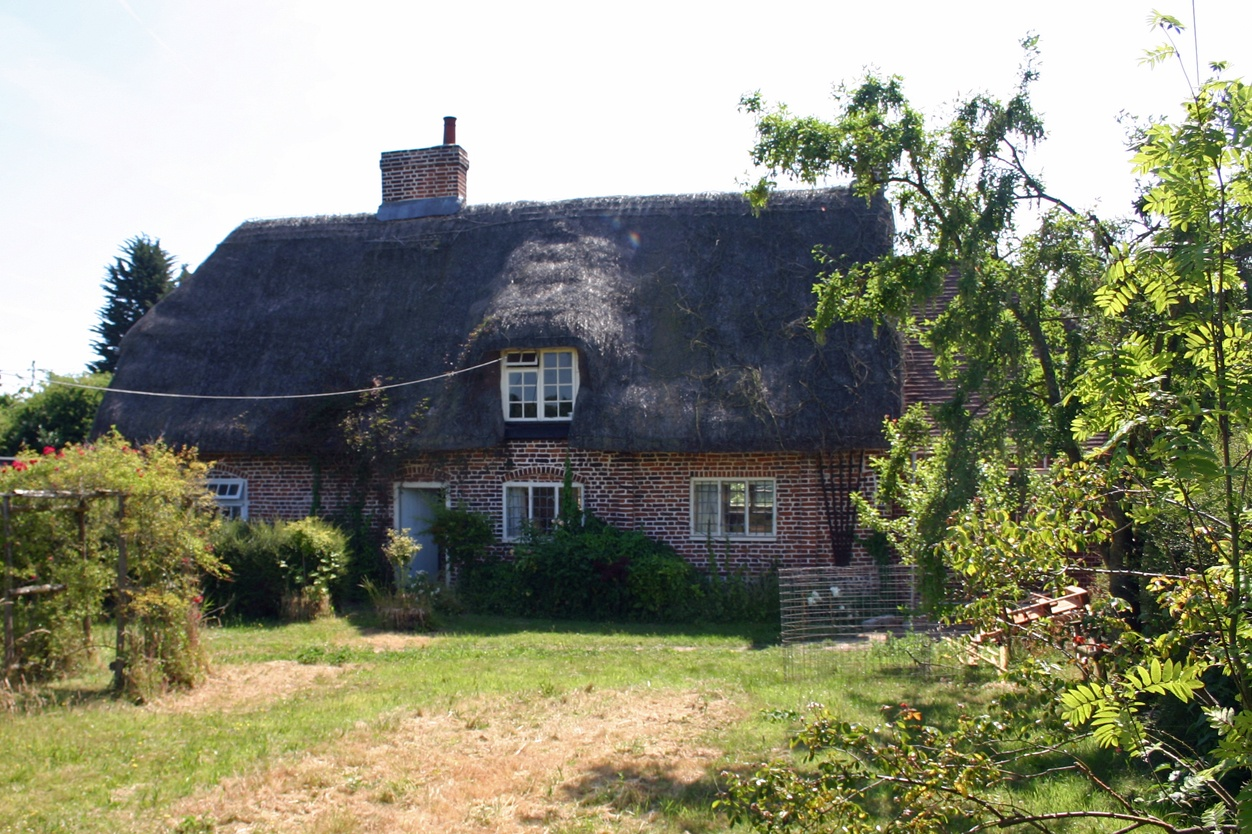 Hop Cottage, Kent Alterations & extension to Grade 2 listed thatched cottage