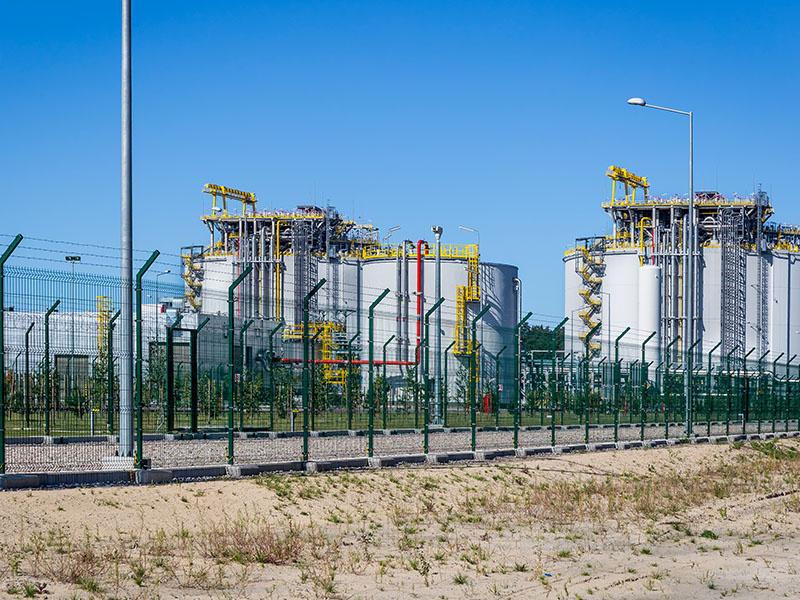 Liquid natural gas storage station
